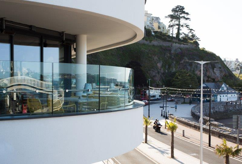 How is curved glass manufactured?